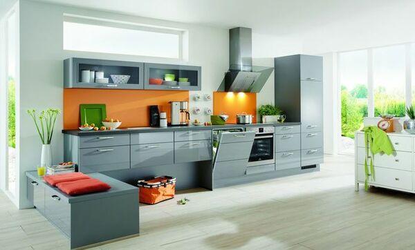 Küche In Grau Mit Elektrogeräten Zum Günstigen Preis